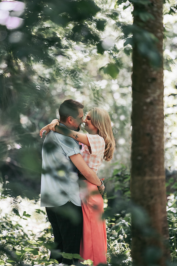 Couples shoot in the woods,