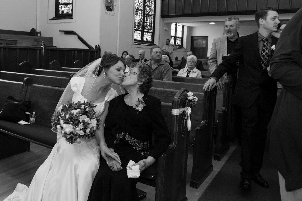 grandma and bride kiss picture