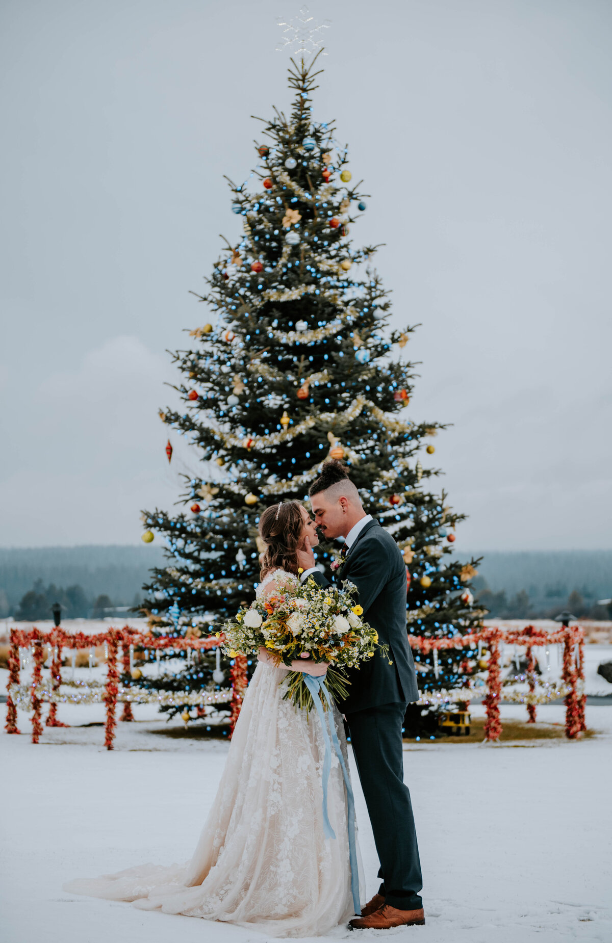 sunriver-resort-oregon-wedding-venue-christmas-elopement-photographer-destination-1739