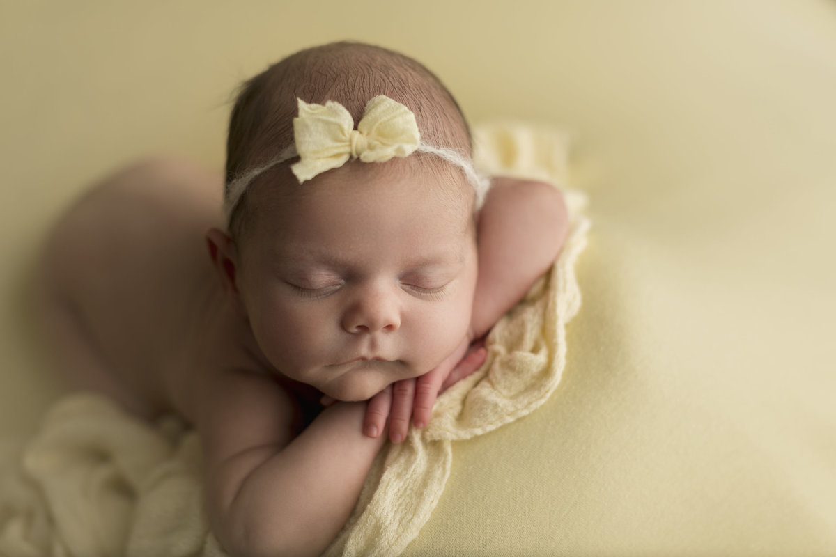 ashley wilder photography southern indiana bloomington martinsville newborn baby infant photo cute girl_0300