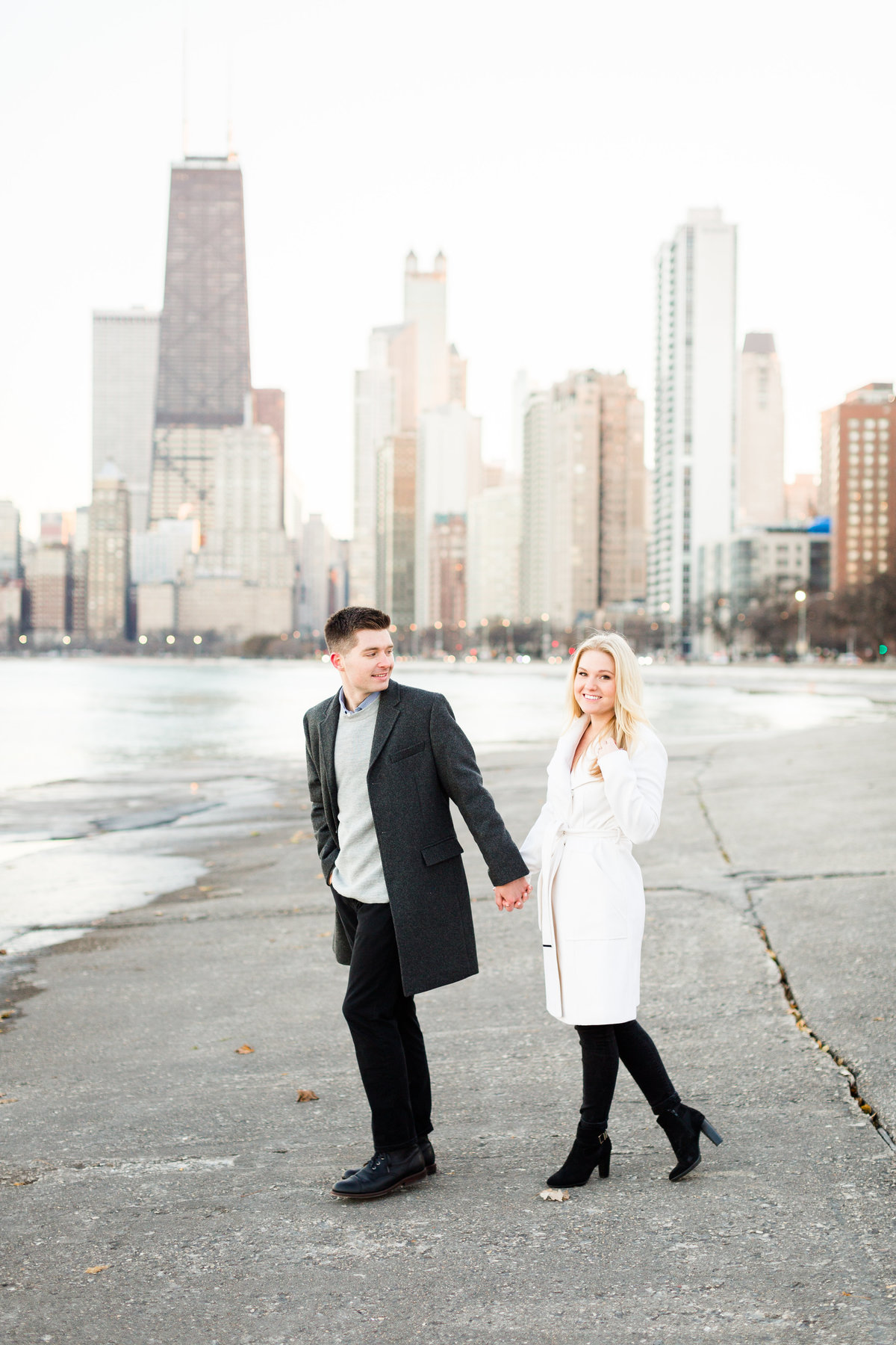 winter-downtown-chicago-engagement-session-98