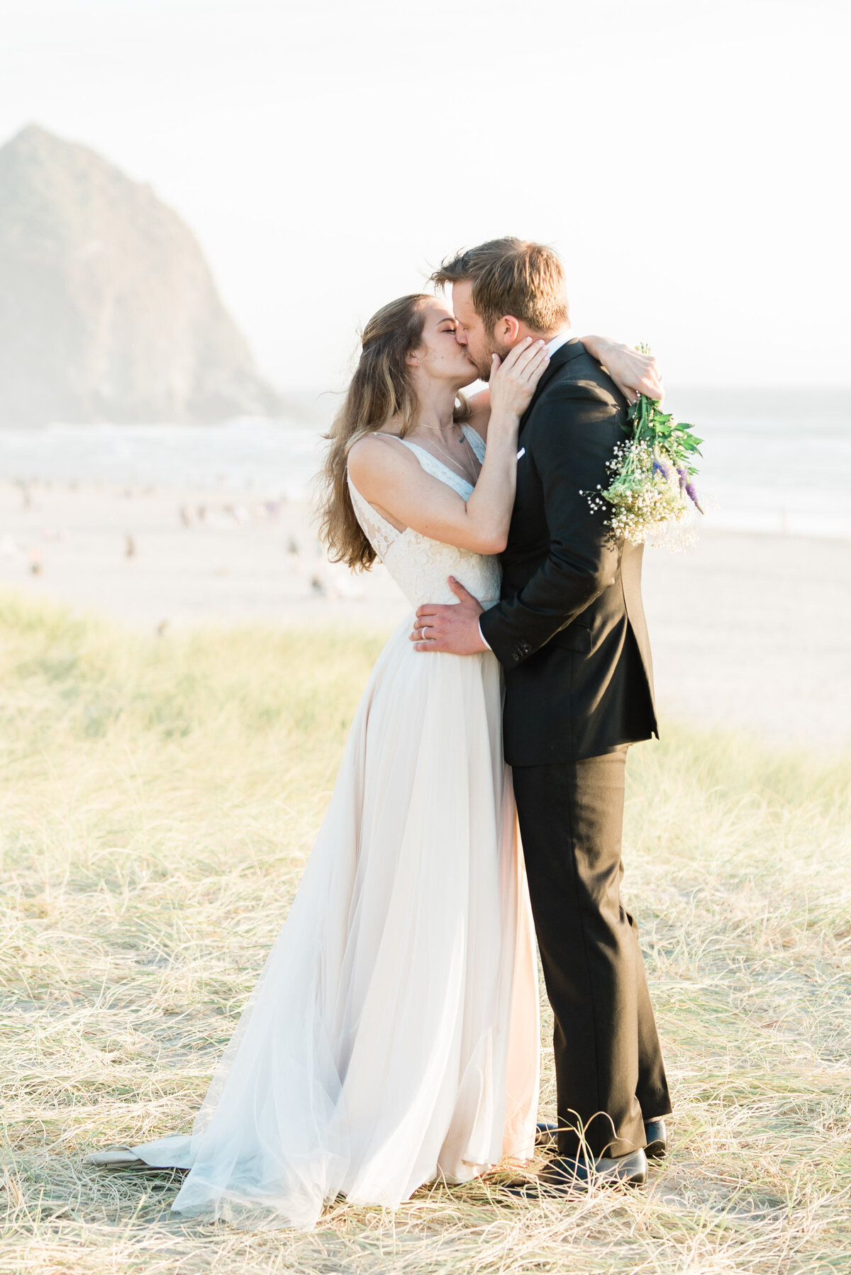 Cannon-Beach-Elopement-Photographer-44