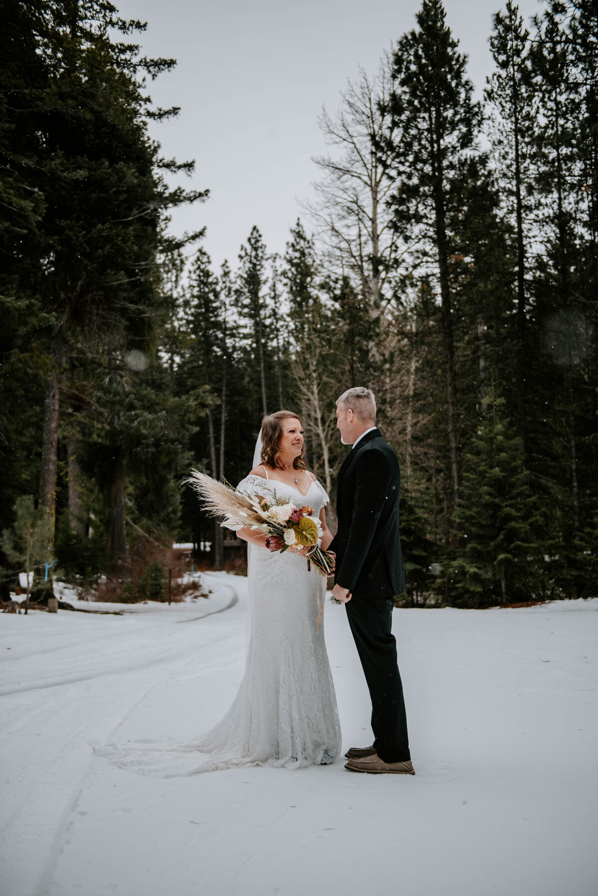suttle-lake-sisters-oregon-lodge-woods-vow-renewal-photographer-wedding-elopement-2667