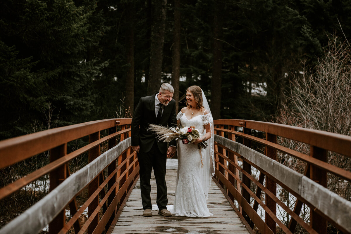 suttle-lake-sisters-oregon-lodge-woods-vow-renewal-photographer-wedding-elopement-2639