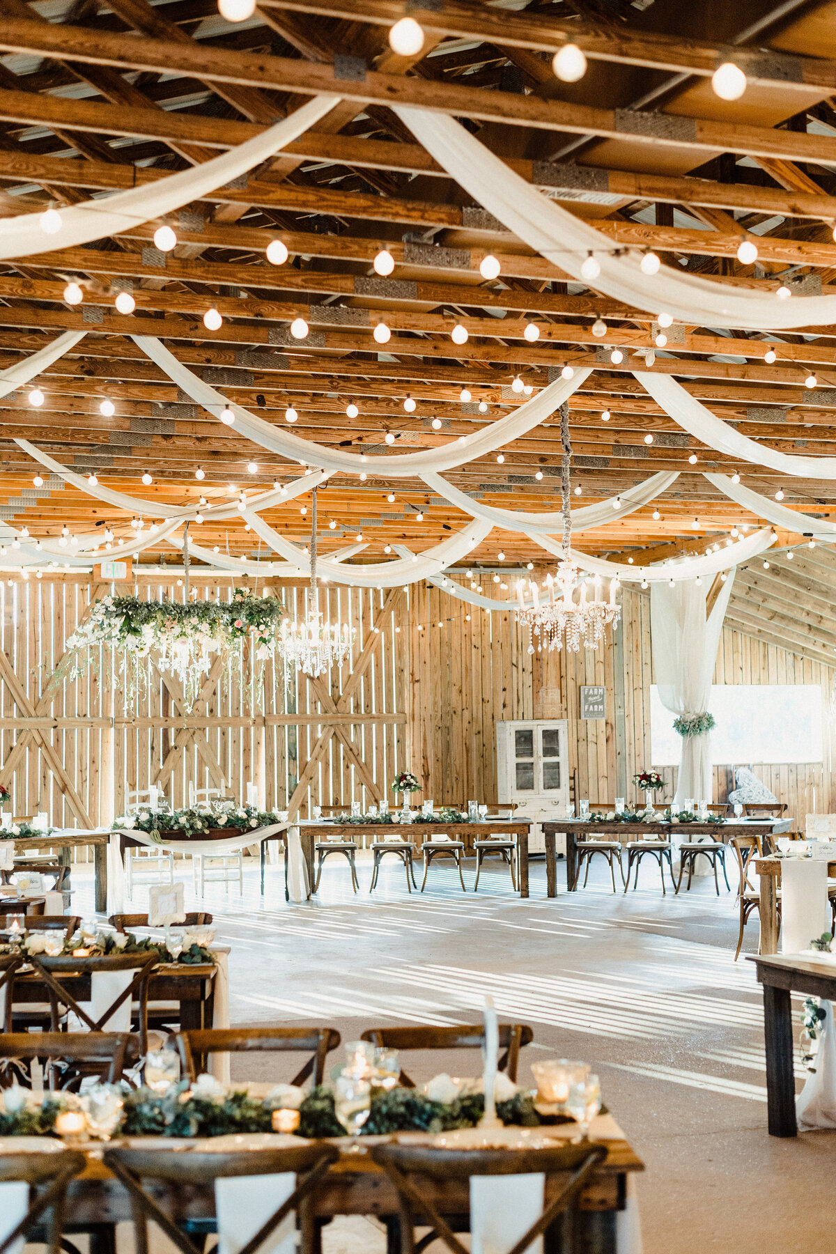 Copyright-Dewitt-for-Love-Photography-B+L-Southern-Grace-Barn-Wedding-Photographer-Florida-170