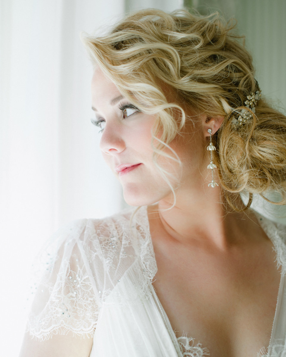 classic modern wedding bridal portrait bride hairstyle soft light photography