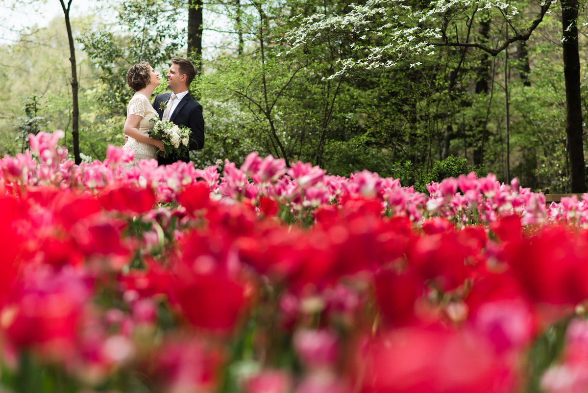 red tulips wedding photo