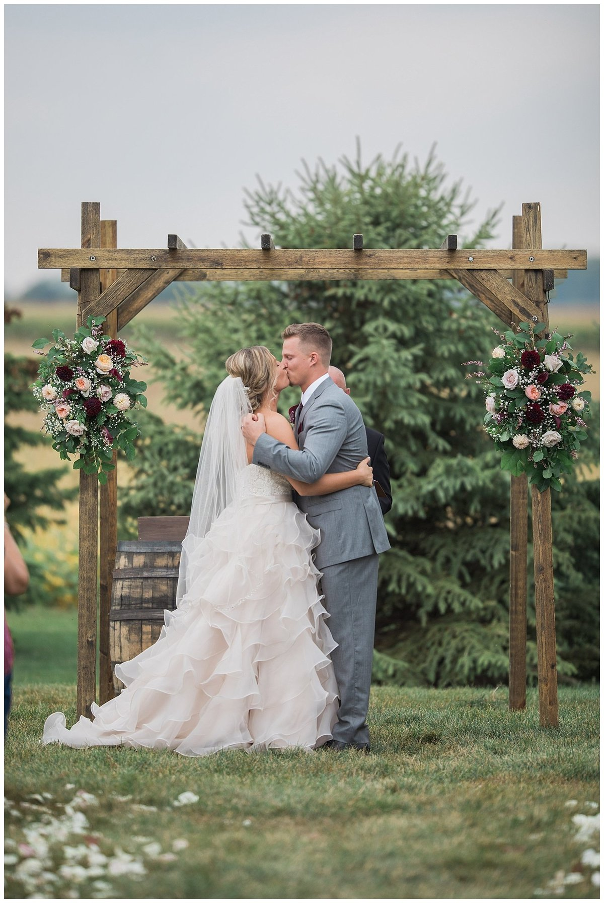 Romantic Wedding - South Dakota Wedding - Midwest Wedding_0308