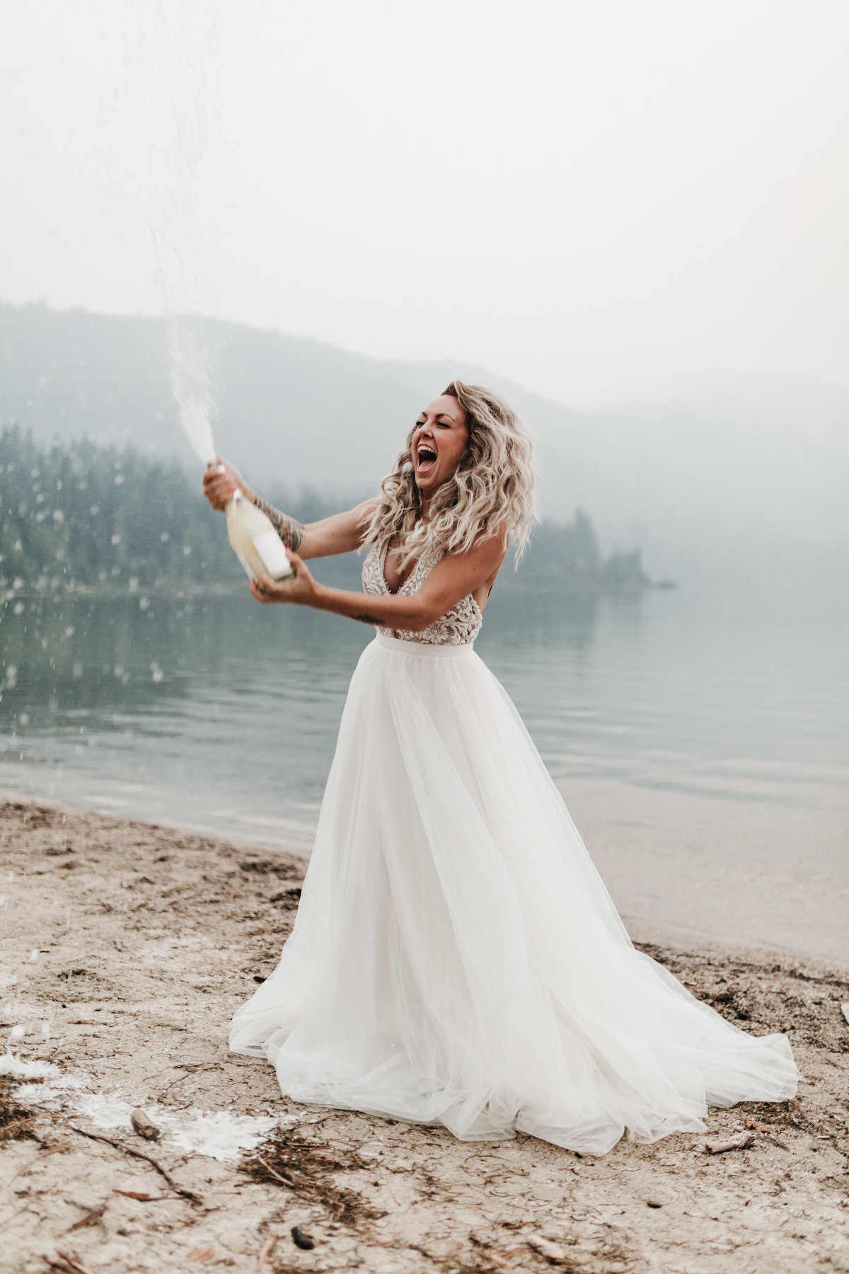 athena-and-camron-sara-truvelle-bridal-wenatchee-elopement-intimate-28-champagne-pop-bride