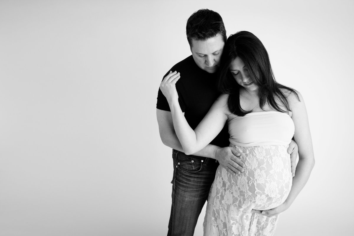 Even Dad to be can join in during your pregnancy photo shoot