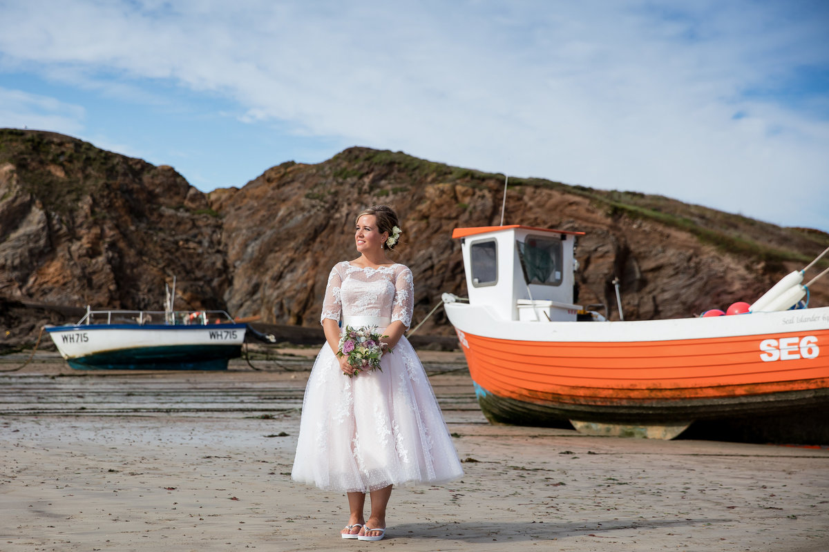 bride and boats at salcombe weddinng devon
