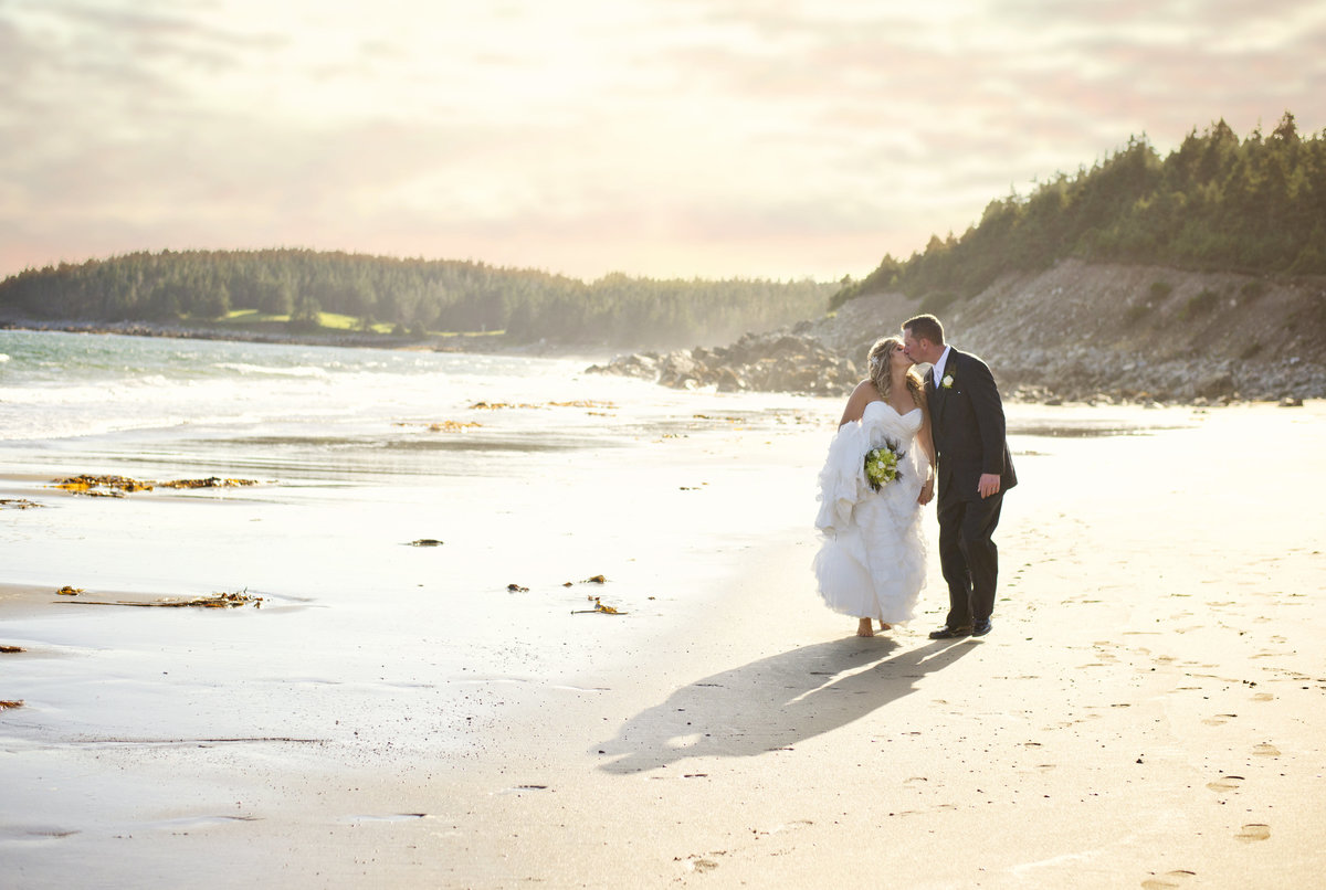 wedding-beach-kennington cove-louisbourg