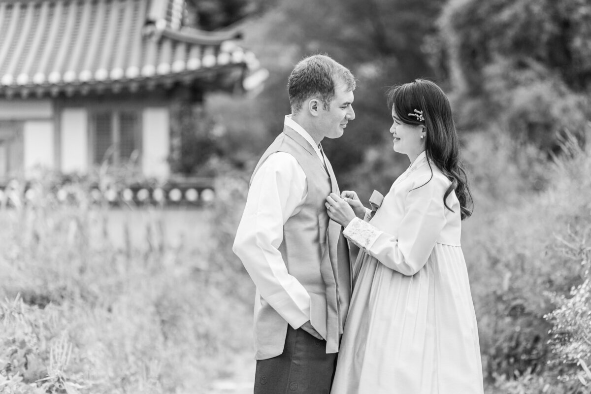 Seoul-South-Korea-Bridal-Engagement-Shoot-Eunpyeong-Village-Hanok-0021