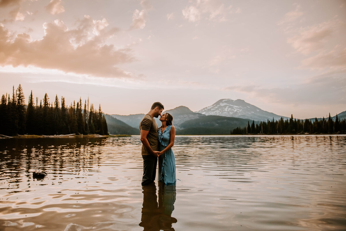 sparks-lake-oregon-couple-photographer-elopement-bend-lakes-bachelor-sisters-sunset-5860