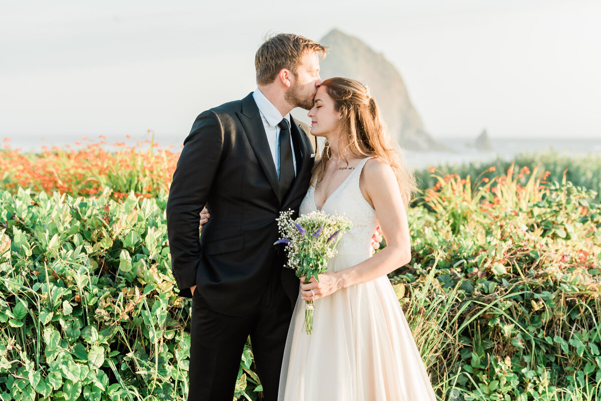 Cannon-Beach-Elopement-Photographer-34