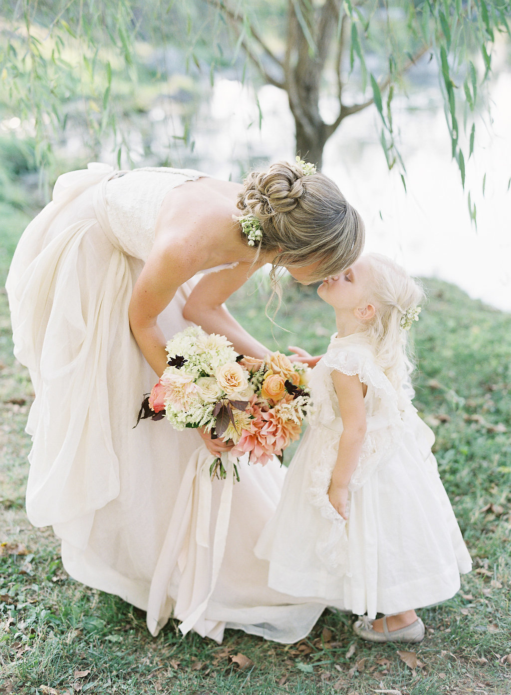 SawyerBaird_CM_ Flower girl kiss