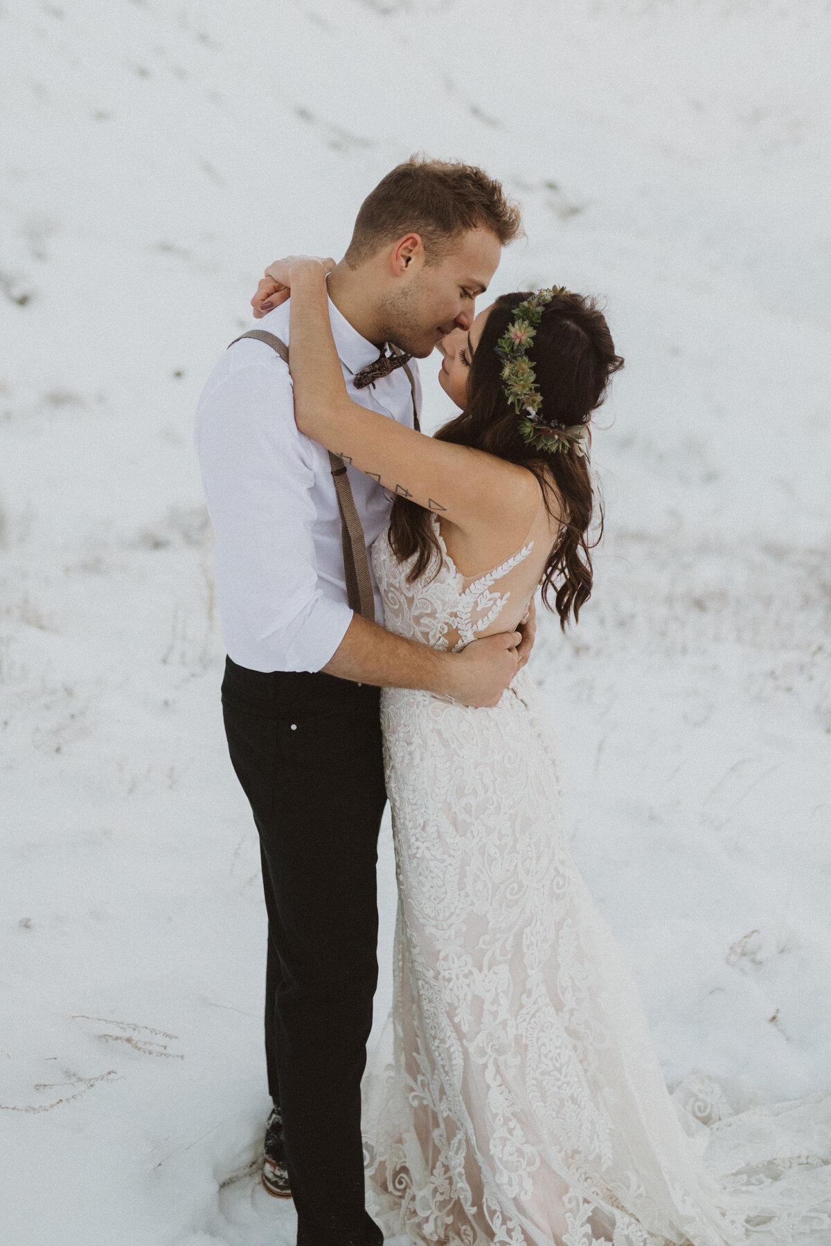 liv_hettinga_photography_drumheller_winter_elopement-32