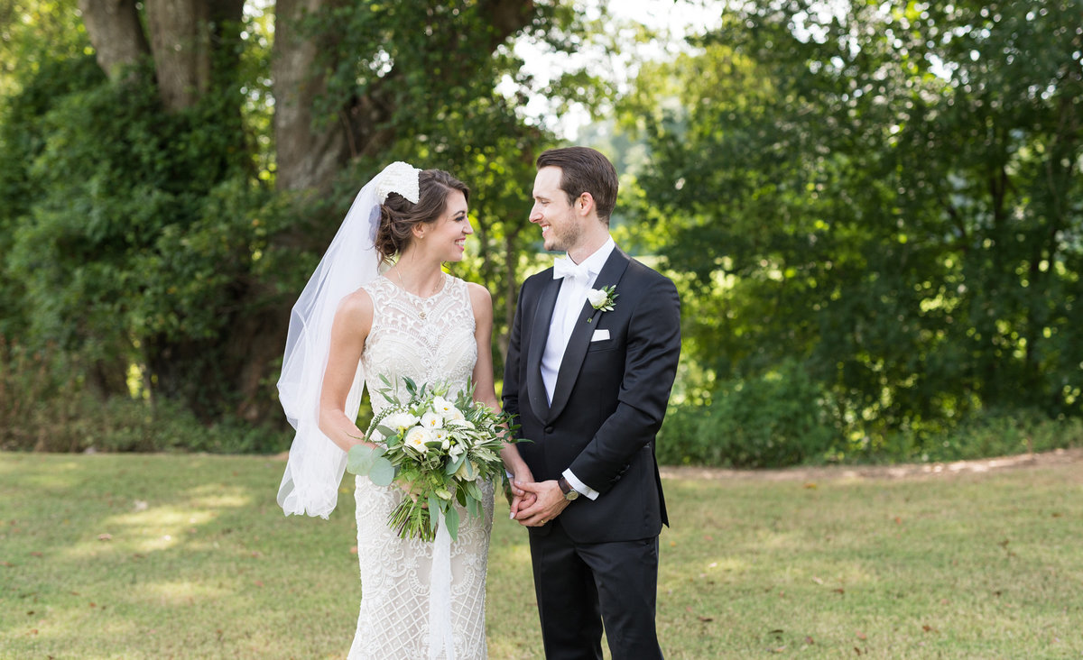 laurabarnesphoto-christ-the-king-atlanta-wedding-photographer