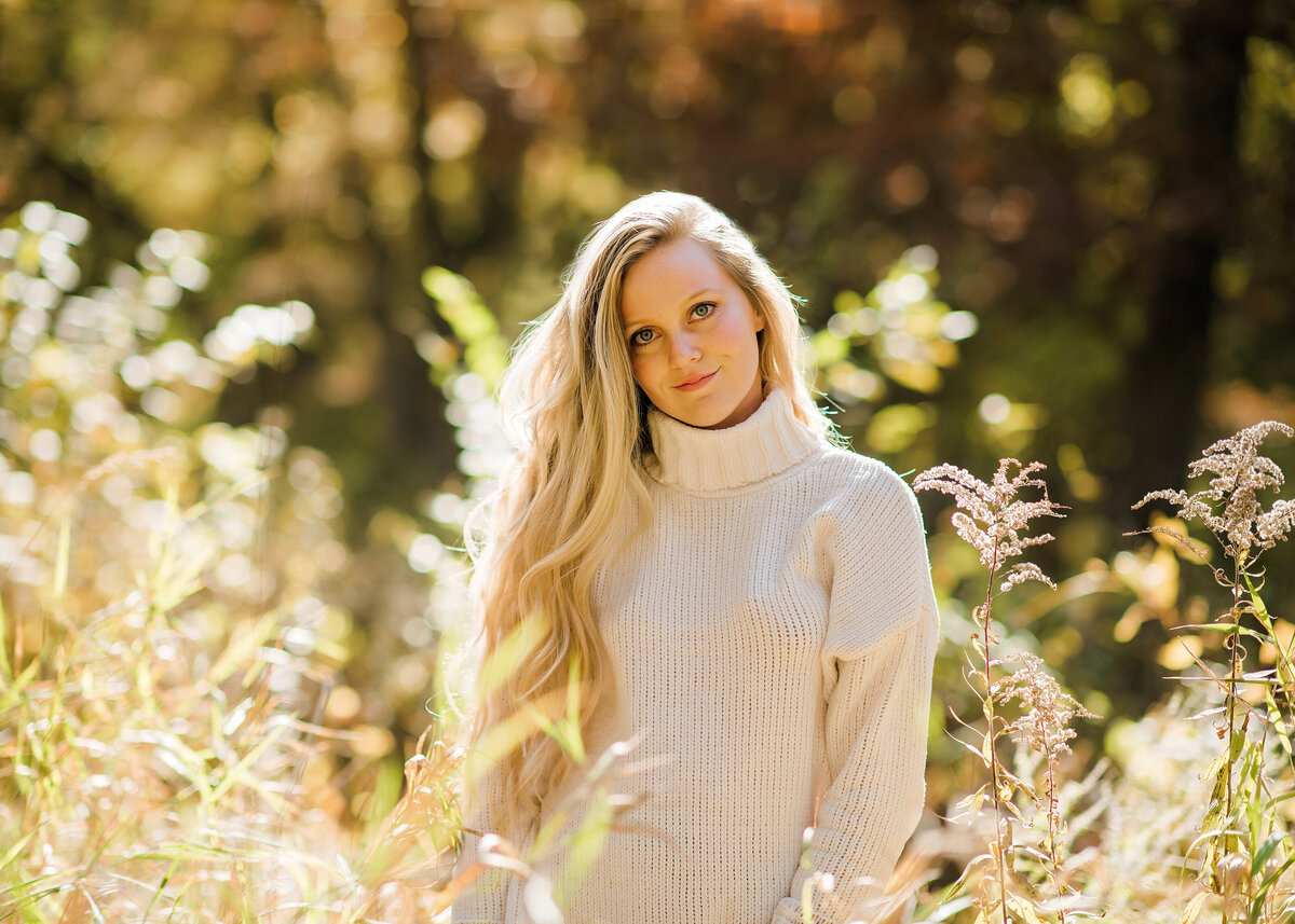 Des-Moines-Iowa-Senior-Girl-Photographer-Theresa-Schumacher-Photography-Nature-Greenwood-Fall-Girl