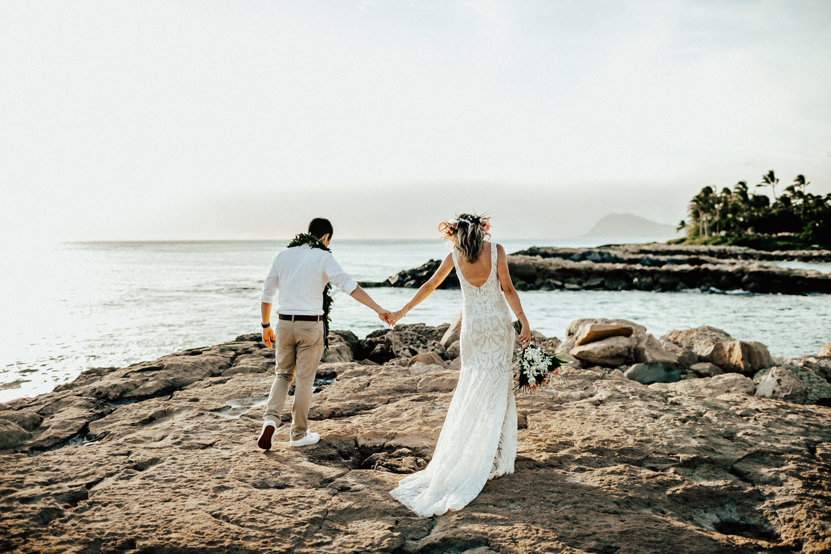 north-shore-oahu-hawaii-lindsey-roman-destination-elopement-photographer-12