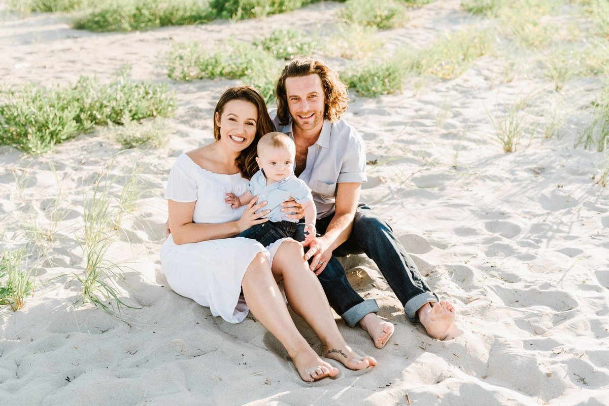 crane-beach-family-session-boston-lifestyle-newborn-photographer-photo_0017