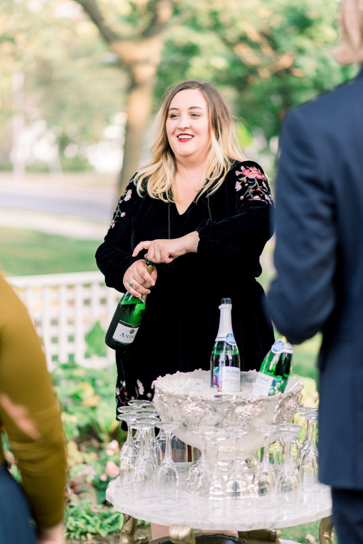 iowa wedding photographer - backyard wedding pictures-25