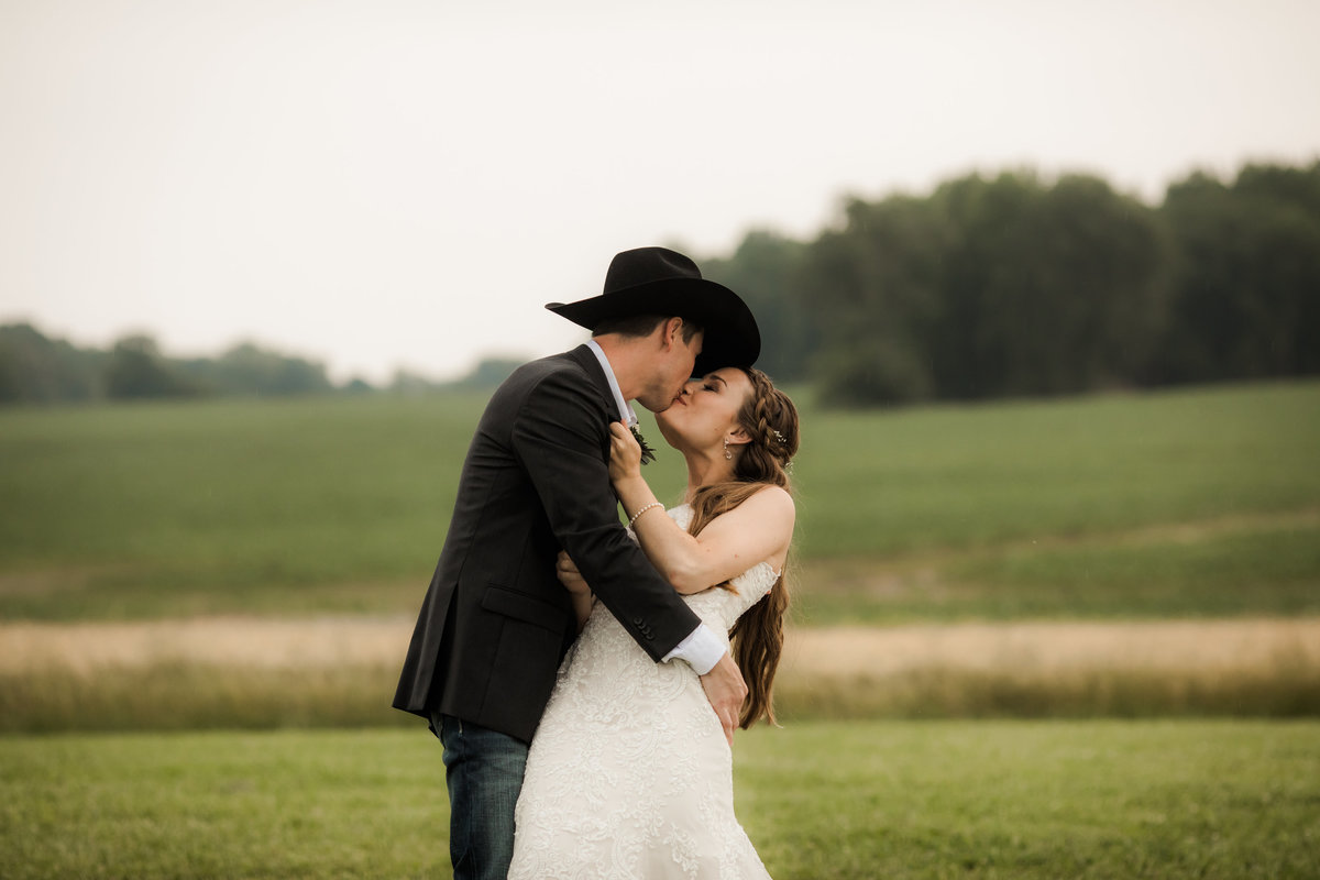 Nsshville Bride - Nashville Brides - The Hayloft Weddings - Tennessee Brides - Kentucky Brides - Southern Brides - Cowboys Wife - Cowboys Bride - Ranch Weddings - Cowboys and Belles073