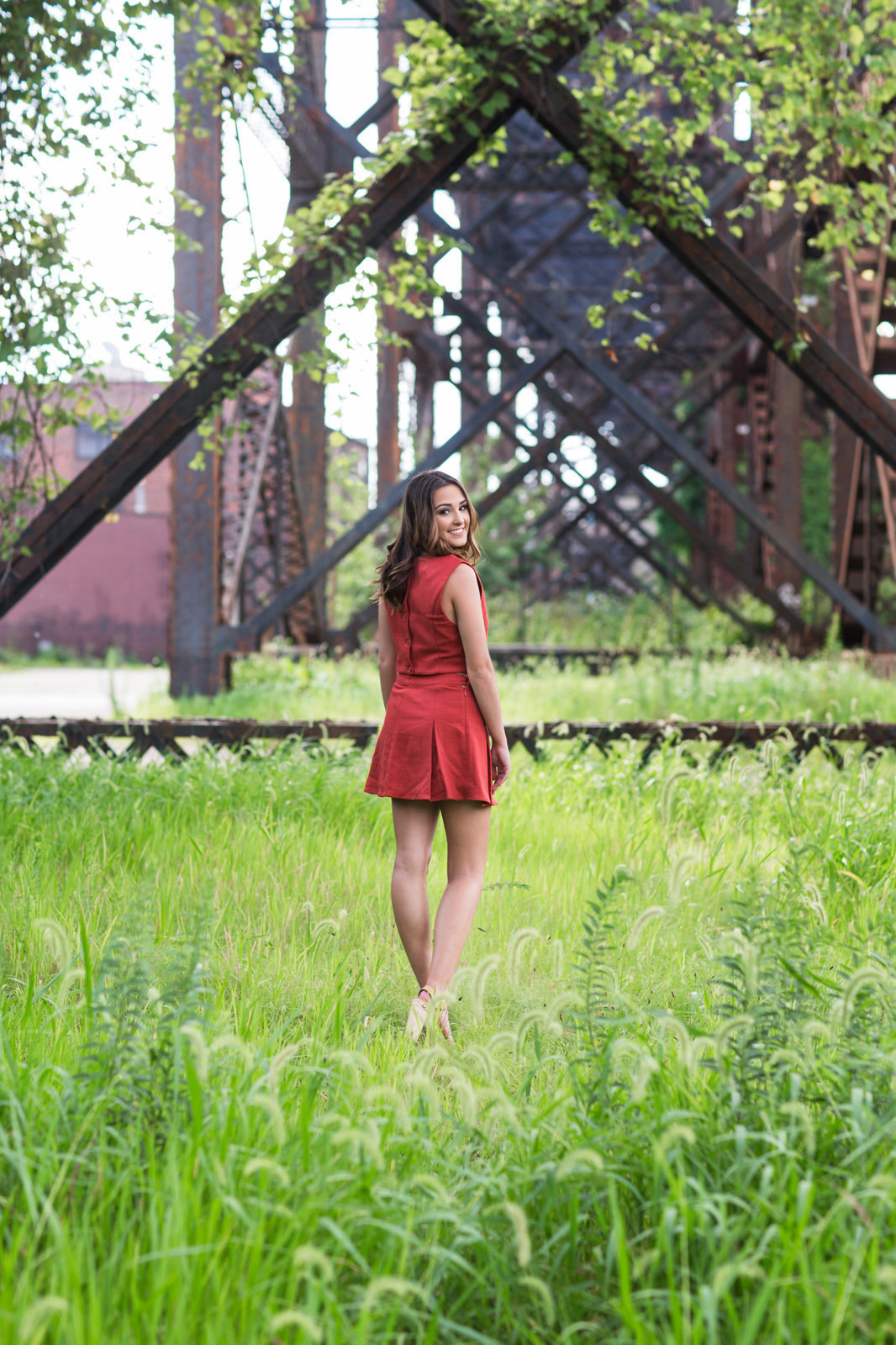 L Photographie high school senior photos St. Louis riverfront downtown 18