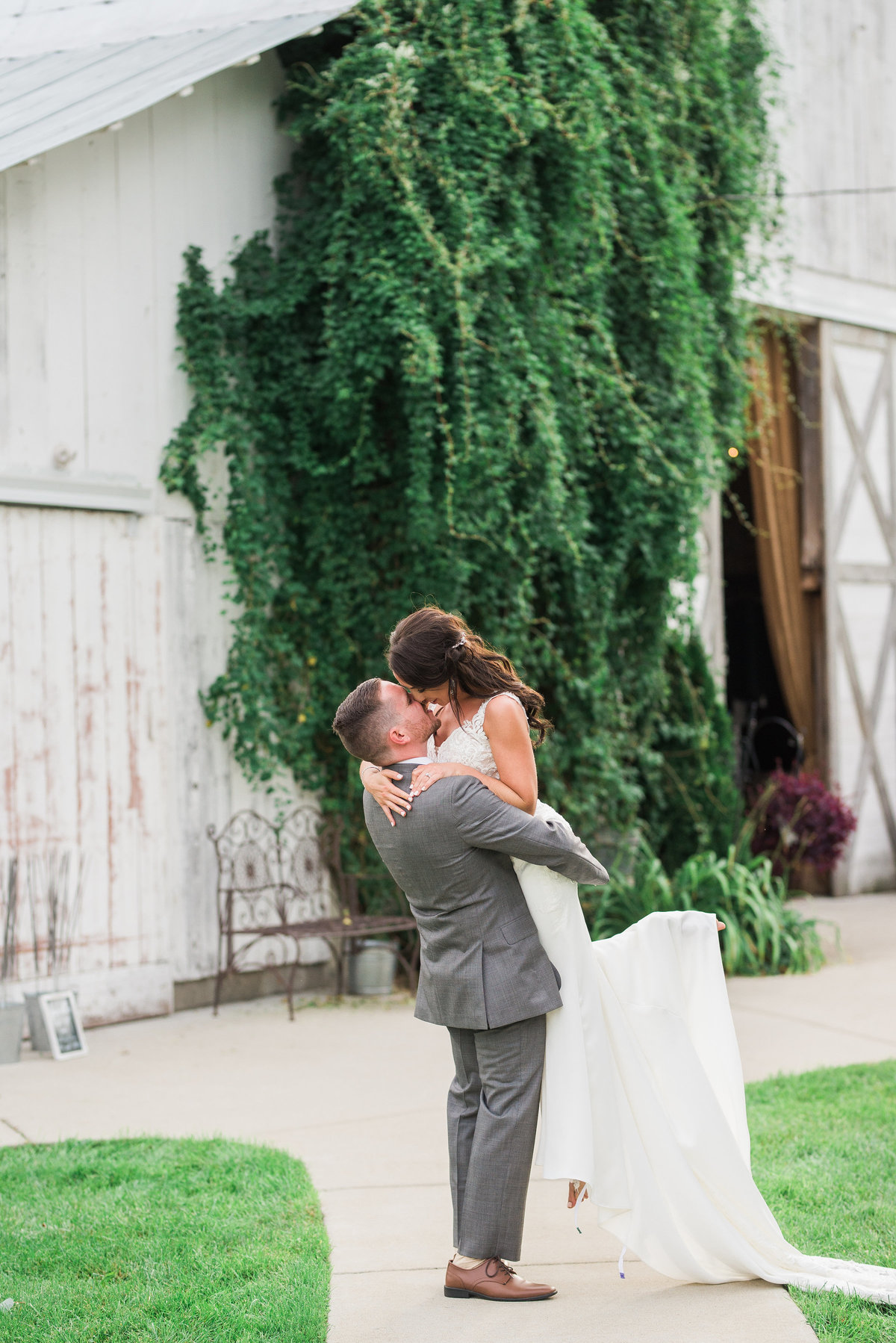 The-Milestone-Barn-Wedding-Photos