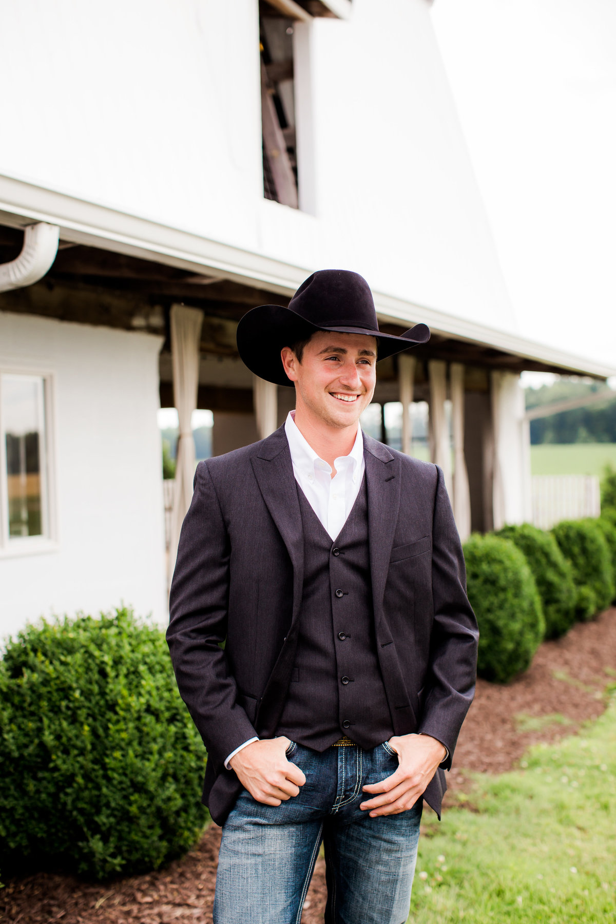 Nsshville Bride - Nashville Brides - The Hayloft Weddings - Tennessee Brides - Kentucky Brides - Southern Brides - Cowboys Wife - Cowboys Bride - Ranch Weddings - Cowboys and Belles043