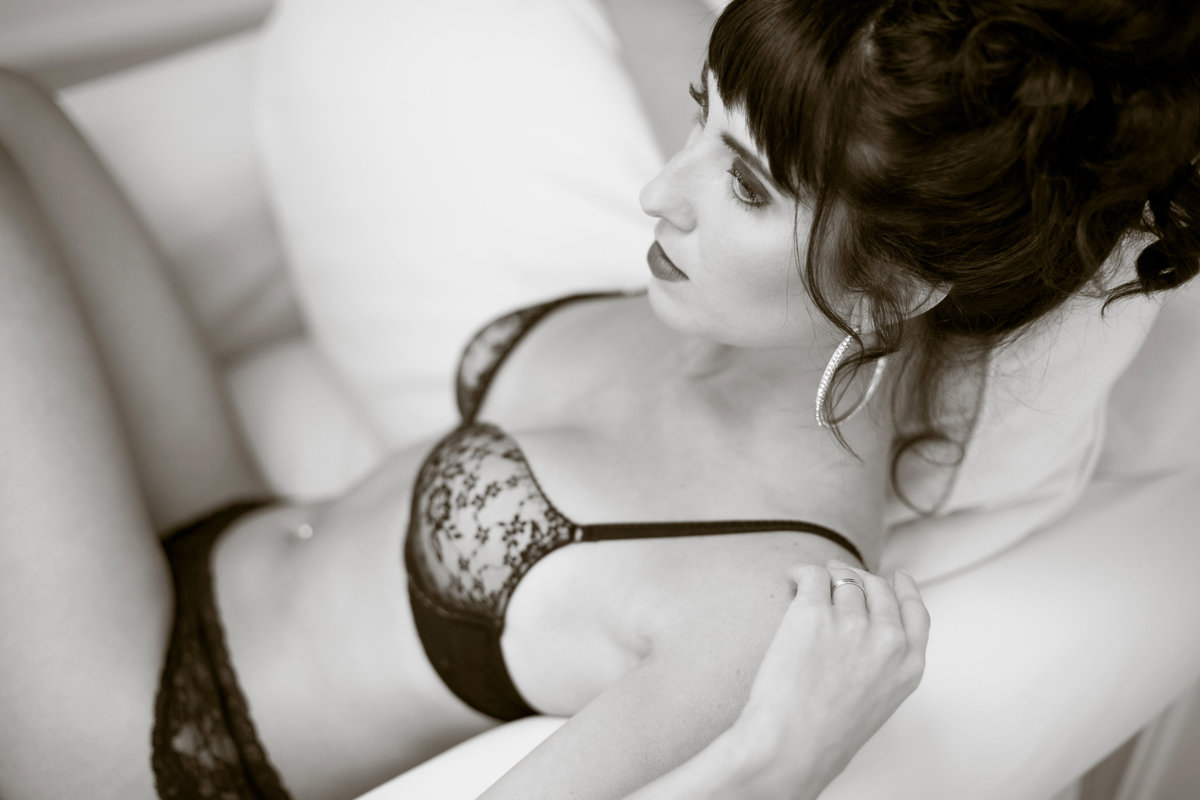 Modern and classic boudoir photo session  Kirkland WA