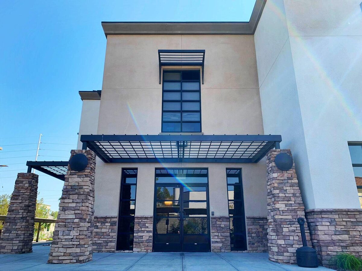 las-vegas-henderson-nevada-optimize-physical-therapy-office-entrance