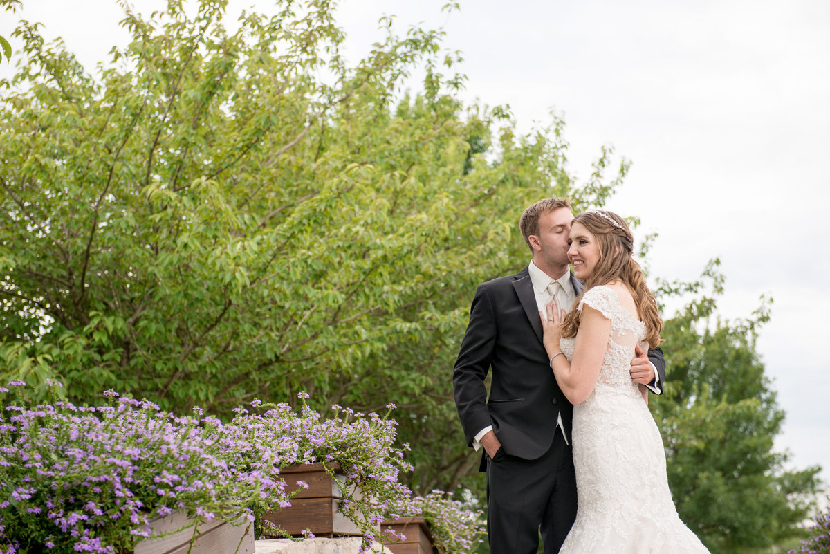 bride and groom wedding photo outside at Willow Creek Golf and Country Club