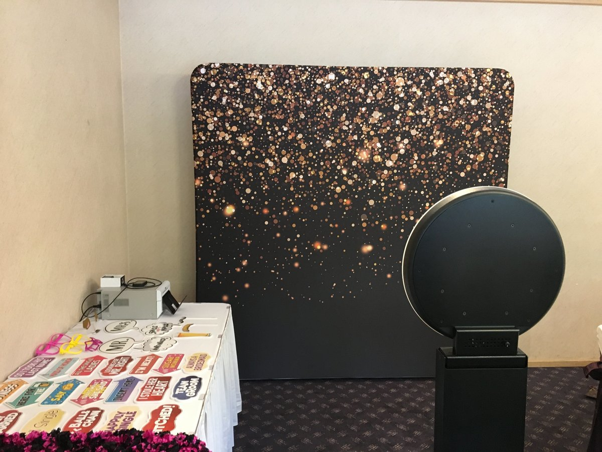 black-gold-photo-booth-backdrop