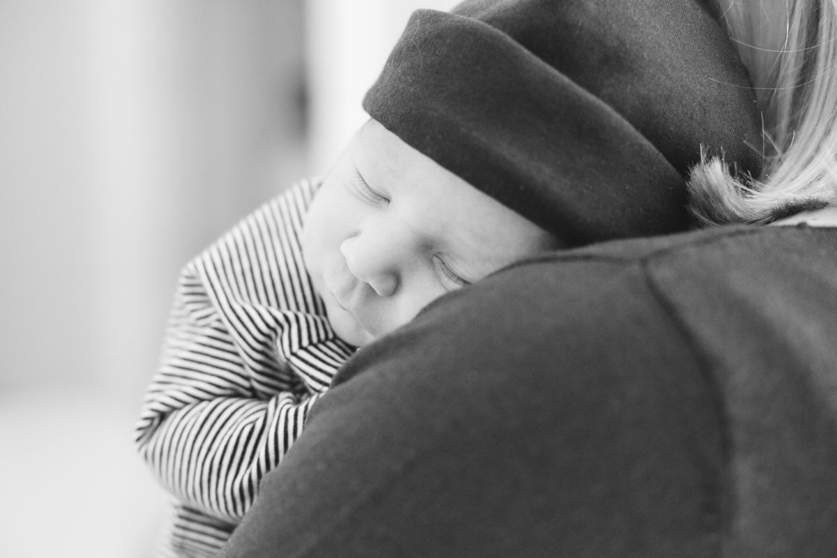 Laura-Klacik-Photography-Lifestyle-Newborn-Photos-2-4
