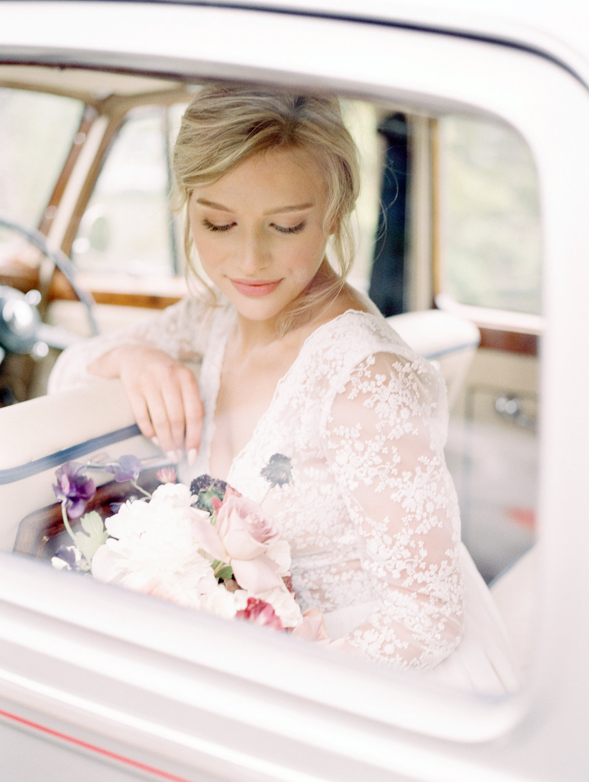 bride in vintage car teryn lee photography