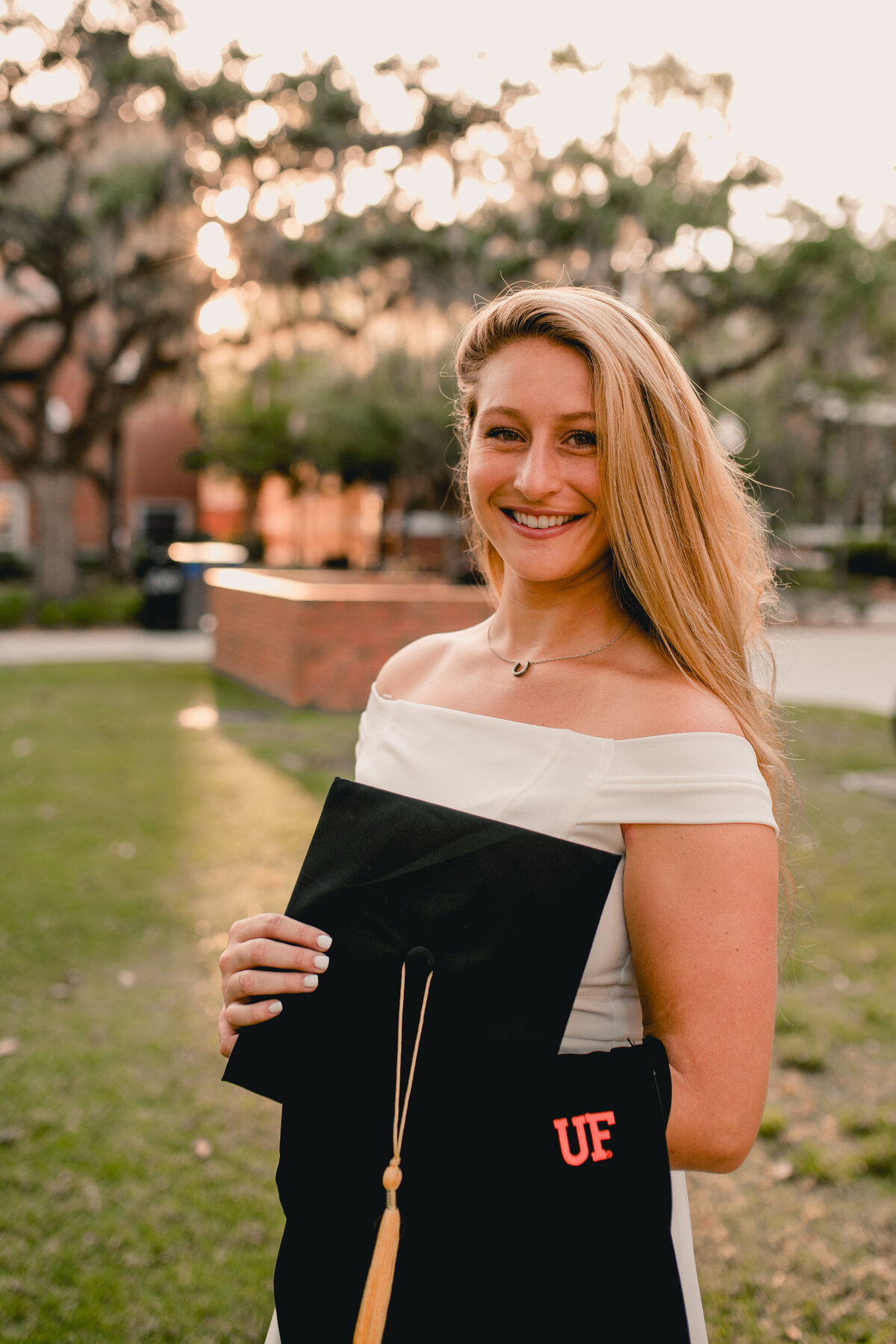 Cute college graduation photos at the University of Florida