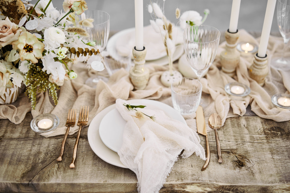 rustic neutral winter floral