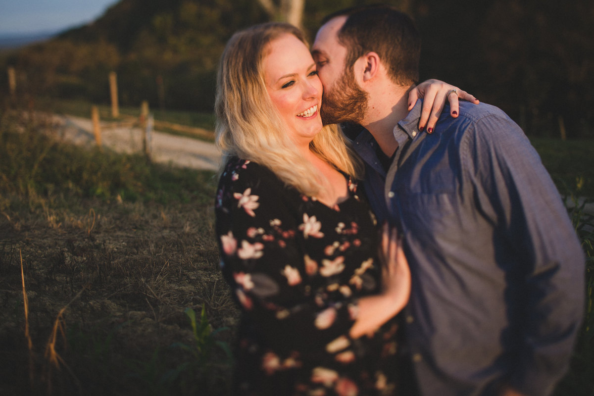 middler-fork-barn-virginia-engagement