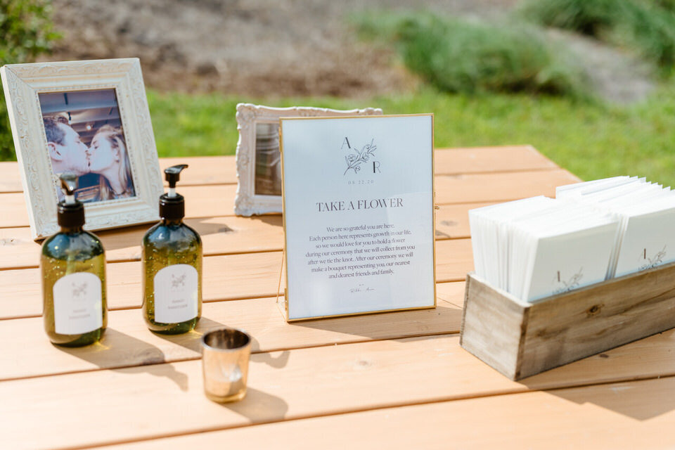 Catskills-Wedding-Planner-Foxfire-Mountain-House-Wedding-Canvas-Weddings-welcome-table