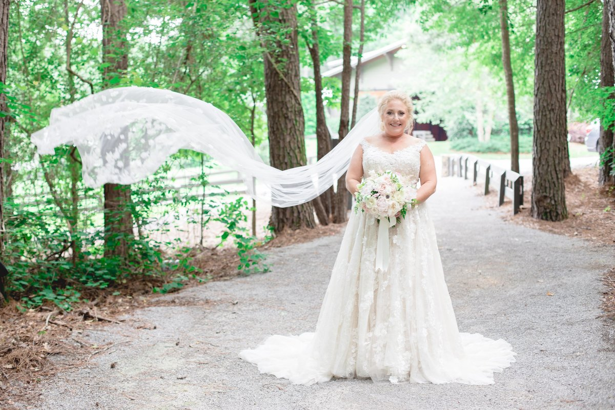 windwood_weddings_outdoor_venue_farm_bride70