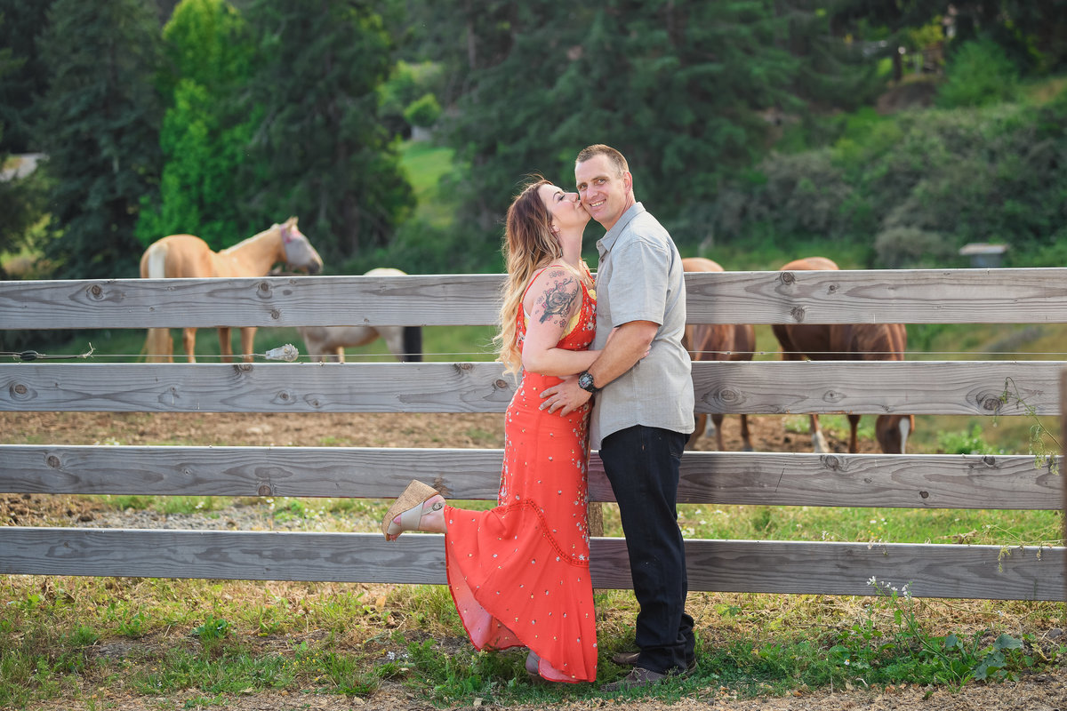 Redway-California-engagement-photographer-Parky's-Pics-Photography-Wild-Souls-Ranch-horse-engagement-2.jpg