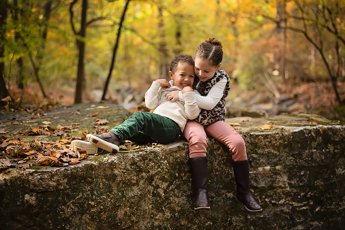 Gorgeous fall photo of kids at Lubber Run Park in Arlington Virginia by Sarah Alice Photography