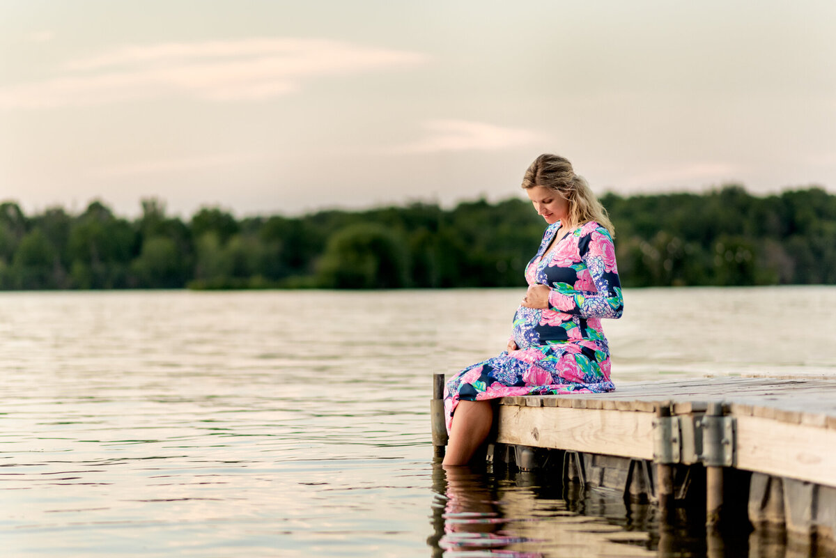 lakefront maternity photo session