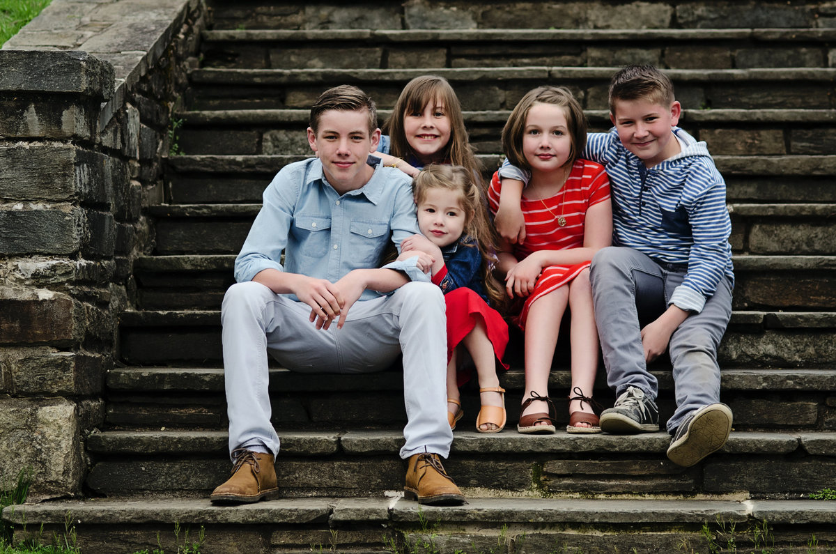 Portrait of brothers and sisters on the steps at Glenview Mansion in Rockville, Maryland taken by Sarah Alice Photography