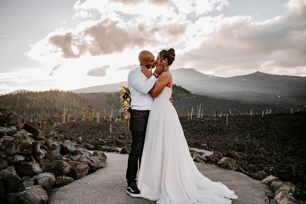 sisters-bend-oregon-summer-wedding-elopement-photographer-dress-scenic-byway-wedding-deewright-observatory-5316