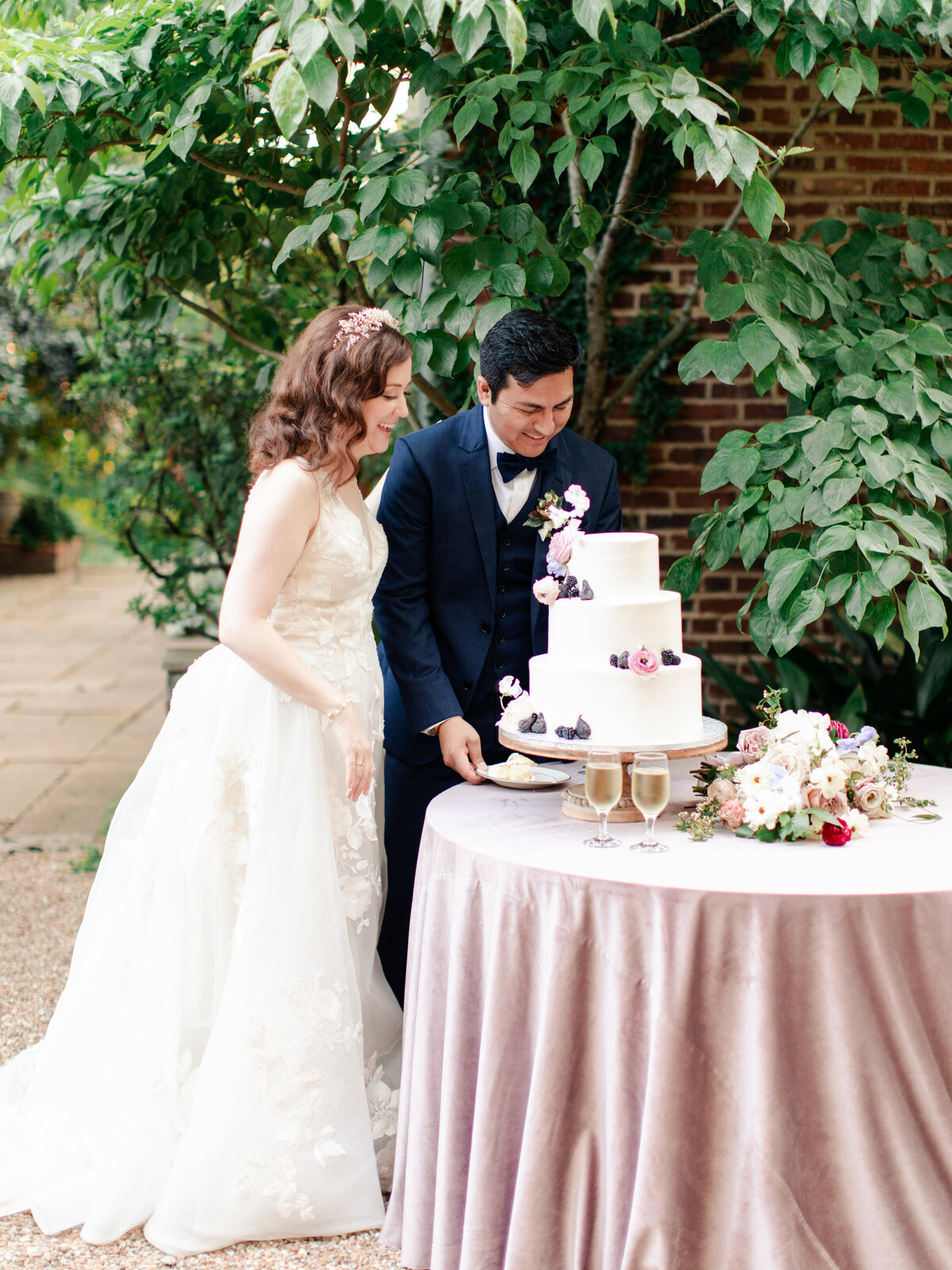 25_AOP_Krista+Pedro_FoundersGardenWedding-126
