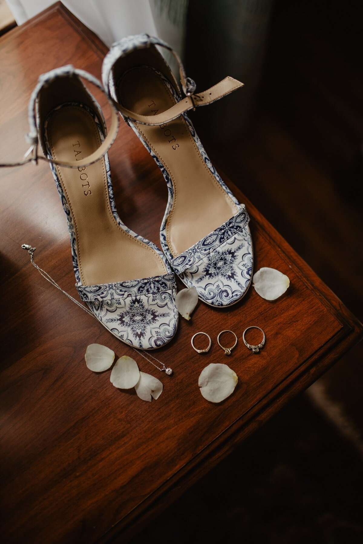 Elizabeth-Warren-Grand-Island-Wedding-31-JessyHermanPhoto