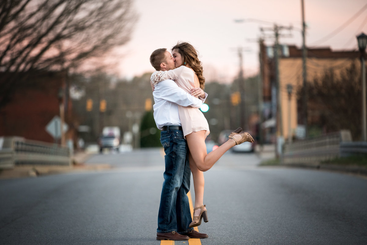 charlotte-engagement-photographer-couple-lift
