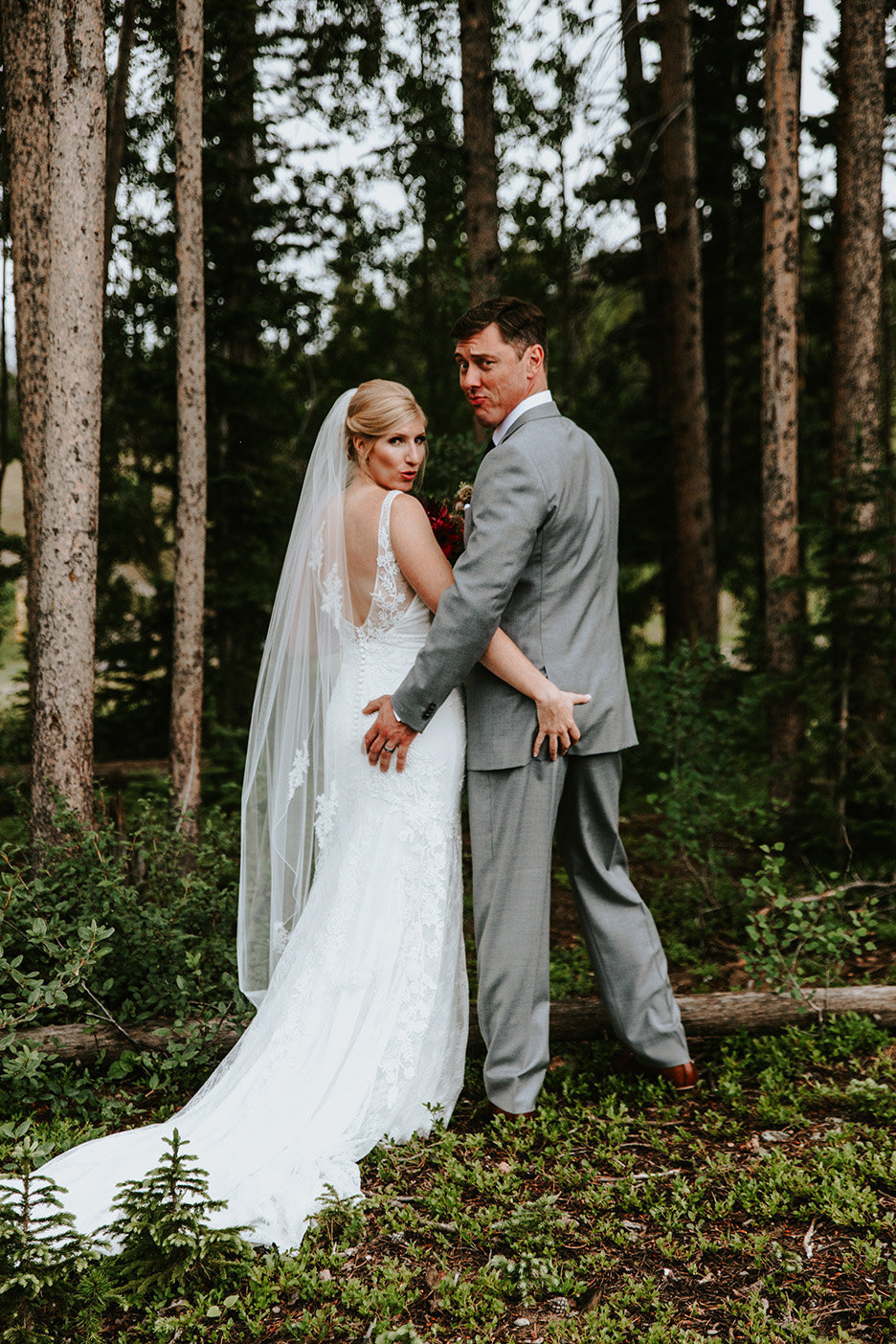 wedding couple butt grab in Breckenridge Colorado